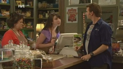 Lyn Scully, Kate Ramsay, Lucas Fitzgerald in Neighbours Episode 5952