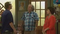 Lucas Fitzgerald, Terry Kearney, Lyn Scully in Neighbours Episode 5952
