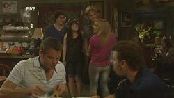 Michael Williams, Chris Pappas, Summer Hoyland, Andrew Robinson, Natasha Williams, Lucas Fitzgerald in Neighbours Episode 5953