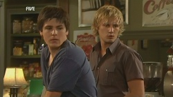 Chris Pappas, Andrew Robinson in Neighbours Episode 5953