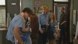 Chris Pappas, Summer Hoyland, Andrew Robinson, Natasha Williams, Michael Williams in Neighbours Episode 5954