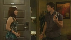 Summer Hoyland, Chris Pappas in Neighbours Episode 5954