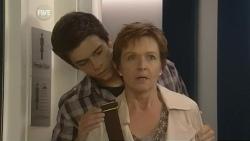 Zeke Kinski, Susan Kennedy in Neighbours Episode 5957