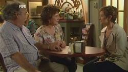 Terry Kearney, Lyn Scully, Susan Kennedy in Neighbours Episode 5957