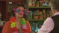 Lyn Scully, Terry Kearney in Neighbours Episode 5958