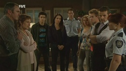 Karl Kennedy, Susan Kennedy, Zeke Kinski, Libby Kennedy, Police Officer, Donna Freedman, Ringo Brown, Toadie Rebecchi, Constable Simone Pag in Neighbours Episode 5959
