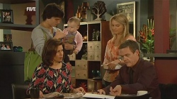 Declan Napier, Rebecca Napier, India Napier, Donna Freedman, Paul Robinson in Neighbours Episode 5962