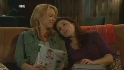 Steph Scully, Libby Kennedy in Neighbours Episode 5970