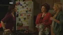 Libby Kennedy, Lyn Scully, Steph Scully in Neighbours Episode 5970