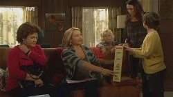 Lyn Scully, Steph Scully, Charlie Hoyland, Libby Kennedy, Ben Kirk in Neighbours Episode 5970