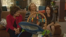 Lyn Scully, Steph Scully, Libby Kennedy in Neighbours Episode 5970