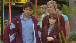Chris Pappas, Andrew Robinson, Summer Hoyland in Neighbours Episode 5974