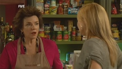 Lyn Scully, Steph Scully in Neighbours Episode 5975
