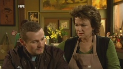 Toadie Rebecchi, Lyn Scully in Neighbours Episode 5976