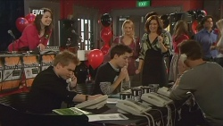Kate Ramsay, Ringo Brown, Zeke Kinski, Donna Freedman, Rebecca Napier, Lucas Fitzgerald in Neighbours Episode 5976