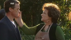 Paul Robinson, Lyn Scully in Neighbours Episode 5977