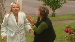 Steph Scully, Lyn Scully in Neighbours Episode 5977