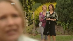 Steph Scully, Donna Freedman, Rebecca Napier in Neighbours Episode 5977
