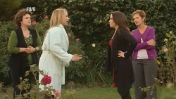 Lyn Scully, Steph Scully, Libby Kennedy, Susan Kennedy in Neighbours Episode 5977