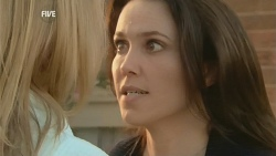 Steph Scully, Libby Kennedy in Neighbours Episode 5977