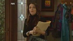 Libby Kennedy in Neighbours Episode 5978