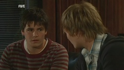 Chris Pappas, Andrew Robinson in Neighbours Episode 5979