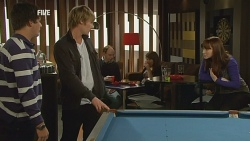 Chris Pappas, Andrew Robinson, Summer Hoyland in Neighbours Episode 5980