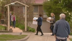 Karl Kennedy, Susan Kennedy, Lyn Scully, Steph Scully, Lou Carpenter in Neighbours Episode 5981