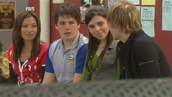 Carey Thompson, Chris Pappas, Alicia Berry, Andrew Robinson in Neighbours Episode 5981