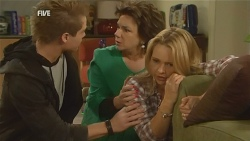 Ringo Brown, Lyn Scully, Steph Scully in Neighbours Episode 5981