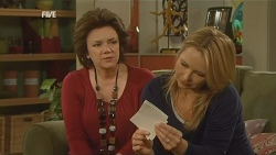Lyn Scully, Steph Scully in Neighbours Episode 5983