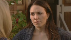 Steph Scully, Libby Kennedy in Neighbours Episode 5983