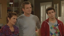 Susan Kennedy, Michael Williams, Zeke Kinski in Neighbours Episode 5983