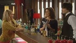 Donna Freedman, Rebecca Napier, Declan Napier in Neighbours Episode 5984