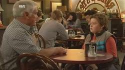 Lou Carpenter, Callum Jones in Neighbours Episode 5985