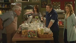 Lou Carpenter, Kate Ramsay, Toadie Rebecchi, Sonya Mitchell in Neighbours Episode 5985