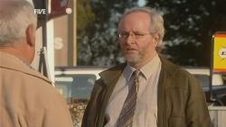 Lou Carpenter, Gordon Davis in Neighbours Episode 5985