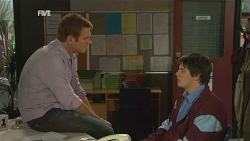 Michael Williams, Chris Pappas in Neighbours Episode 5986