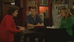 Lyn Scully, Toadie Rebecchi, Sonya Mitchell in Neighbours Episode 5988