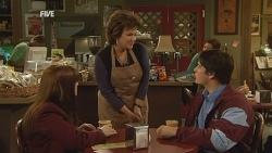 Summer Hoyland, Lyn Scully, Chris Pappas in Neighbours Episode 5988