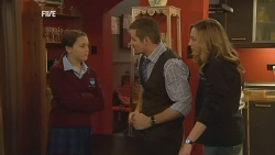 Sophie Ramsay, Toadie Rebecchi, Sonya Mitchell in Neighbours Episode 5988