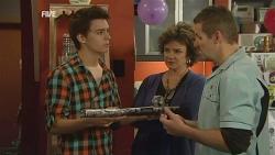 Zeke Kinski, Lyn Scully, Toadie Rebecchi in Neighbours Episode 5989