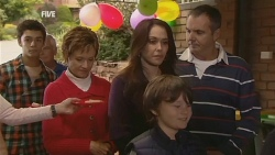 Zeke Kinski, Susan Kennedy, Libby Kennedy, Ben Kirk, Karl Kennedy in Neighbours Episode 5989
