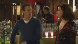 Paul Robinson, Rebecca Napier in Neighbours Episode 5989