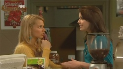 Donna Freedman, Kate Ramsay in Neighbours Episode 5990