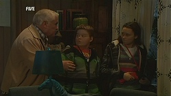 Lou Carpenter, Callum Jones, Sophie Ramsay in Neighbours Episode 5992
