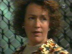 Tracey Cox in Neighbours Episode 3124