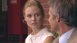 Elle Robinson, Richard Aaronow in Neighbours Episode 5275