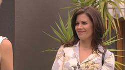 Elle Robinson, Rebecca Napier  in Neighbours Episode 5275