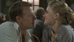 Oliver Barnes, Elle Robinson in Neighbours Episode 5447